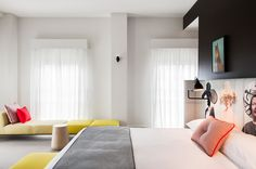 #Decoration_interieur #Interior_design | #Chambre #Bedroom | ► Personnalisée avec des œuvres d'art d'un artiste local | #LycOdeco www.lycodeco.com