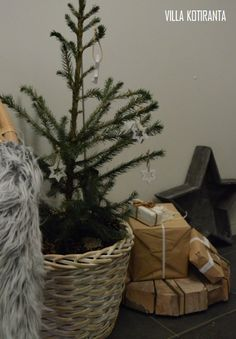 Järvenpään Kukkatalon joulusomistus 2016 - blogini kampanjaviikko! / Christmas decorations for Järvenpään Kukkatalo -company 2016 - the campaign week of my blog! Gift Wrapping, Diy, Glass, Paper Wrapping, Bricolage, Wrapping Gifts, Do It Yourself, Gift Packaging