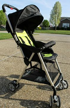 Urbini Hummingbird Stroller is lightweight, and has an awesome one-hand feature!  Check it out #Urbini #MC (sponsored)