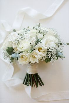 Braut blumen White roses baby's breath with silver dollar eucalyptus accent bridal bouquet was perfe Bridesmaid Bouquet White, White Rose Bouquet, White Roses Wedding, Rose Bridal Bouquet, White Wedding Bouquets, Bride Bouquets, Bridal Flowers, Floral Wedding, Baby's Breath Wedding Bouquet