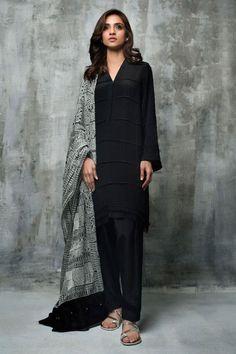 Crepe pleated ready to wear black dress by Nida Azwer evening wear 2018 - Online Shopping in Pakistan Pakistani Fashion Casual, Pakistani Dresses Casual, Pakistani Dress Design, Indian Dresses, Indian Outfits, Indian Fashion, Black Pakistani Dress, Punjabi Dress, Stylish Dresses