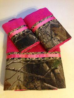 Realtree Camo and Hot Pink Bath Towel Set by LadyDiBlankets Bath Towel Sets, Bath Towels, Camo Bathroom, Bathroom Stuff, Hunting Camo, Hunting Gifts, Muddy Girl Camo, Mossy Oak Camo, Realtree Camo