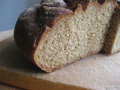 Pane del contadino dalla Svizzera miscela di farine integrali una ricetta ottima per gustare un pane integrale miscelato di farine