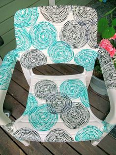 garden chair covered with ikea napkins, decoupage, outdoor furniture Backyard Chairs, Pool Chairs, Lawn Chairs, Blue Chairs, Dining Chairs, Ikea Garden Furniture, Diy Pallet Furniture, Shabby Chic Furniture, Outdoor Furniture