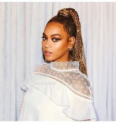 Jumbo Cornrow Braids Are A Thing - Check Out 12 Women Rocking Out To This Traditional Style - Black Hair Information # beyonce Braids jumbo Jumbo Cornrow Braids Are A Thing – Check Out 12 Women Rocking Out To This Traditional Style Protective Styles, Protective Hairstyles, Braided Hairstyles, Beyonce Braids, Beyonce Coachella, Scene Hair, Braids Blonde, Beyonce Formation Tour, King B