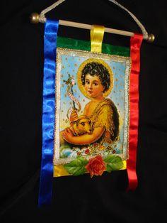 DECOUPAGE EM TECIDO. Terezinha Flamingo, Granny Squares, Christmas Ornaments, Holiday Decor, Crochet, Felt Wreath, Needlepoint, Crafts, Mandalas