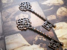Large Skeleton KeyCopper1pc by theslipperypearl on Etsy, $1.25 - cake topper?