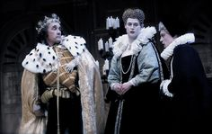 Mark Rylance as Richard III. With Samuel Barnett and James Garnon. Photo Credit, Geraint Lewis (colour editet)