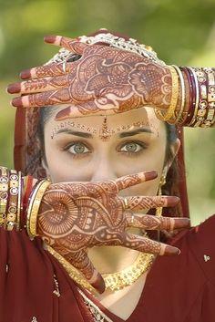 Mehndi (mendhikā) design on hands. India. traditional body ornament