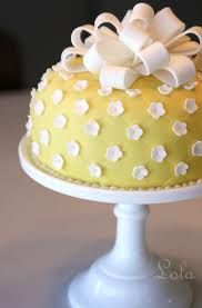 Yellow & White Round Fondant Cake Yellow round fondant cake with quilt pattern and small white flowers and bow on milkglass cake stand. Pretty Cakes, Cute Cakes, Beautiful Cakes, Amazing Cakes, Beautiful Flowers, Bolo Fondant, Fondant Cakes, Cupcake Cakes, Simple Fondant Cake