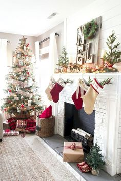 Here are the best Rustic Christmas Decor Ideas. These Farmhouse Christmas decor brings in the traditional vibes in your Christmas Tree to your home decor. Christmas Fireplace, Farmhouse Christmas Decor, Christmas Mantels, Noel Christmas, Country Christmas, All Things Christmas, Winter Christmas, Christmas Crafts, Fireplace Mantel
