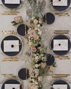 Wedding table white blue place settings 55 ideas for 2019 Wedding Centerpieces, Wedding Decorations, Table Decorations, Masquerade Centerpieces, Wedding Tables, Blue Wedding Flowers, Wedding Blue, Wedding Place Settings, Table Place Settings