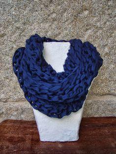 Cuello bufanda de tres vueltas en color azul marino