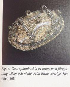 Skålspænde fra Birka. Blanding af bronze og sølv. Sådanne spænder går af mode i midten af 900tallet.