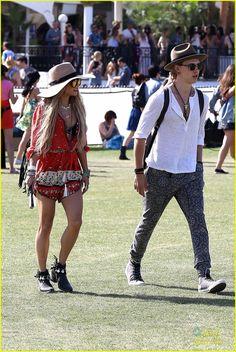 Vanessa Hudgens & Austin Butler: Hot Hat Couple at Coachella 2014   vanessa hudgens austin butler hot hat couple 14 - Photo