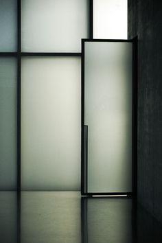 kunsthaus bregenz | glass door ~ peter zumthor | eke miedaner photo via kazuya .i
