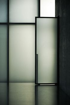 Beautiful door detail.  Peter Zumthor, Kunsthaus Bregenz