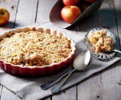 Jablečno-hruškový krambl s ovesnými vločkami Easy Apple Crumble, Apple Crumble Recipe, Berry Crumble, Apple Cobbler, Crumble Topping, Peach Crumble, Gluten Free Apple Crisp, Apple Crisp Recipes, Food Cakes