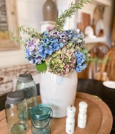 DIY Floral Garland using Coffee Filters - The Ponds Farmhouse Old Wooden Boxes, Wooden Tree, Welcome To Christmas, Christmas In July, Christmas Tablescapes, Christmas Lanterns, Christmas Decorations, Diy Plate Rack, Flocked Trees