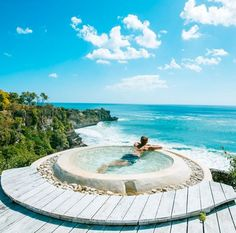 We've found 12 amazing cheap beach hotels / villas you can stay for under $80/night, who says you can't enjoy a luxurious holiday in Bali without splurging?