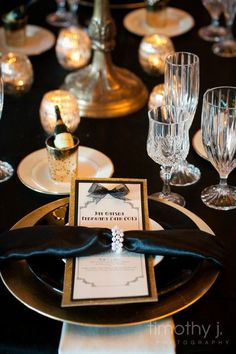 Theme Party Ideas: The Great Gatsby Great Gatsby Prom Theme, Gatsby Themed Party, The Great Gatsby, Themed Parties, 1920s Party Decorations, Decoration Table, Prom Themes, Quinceanera Themes, Art Deco Wedding