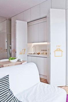 Małe mieszkanie IKEA Very Small Kitchen Design, Minimal Kitchen Design, Kitchen Bar Design, Studio Kitchen, Pantry Design, Tiny Spaces, Small Apartments, Small Kitchenette, Hidden Kitchen