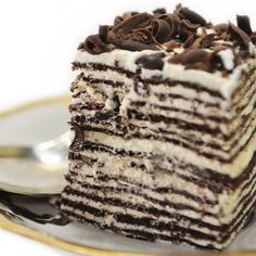 This chocolate crepe cake, with layers of whipped cream filling is fantastic! This chocolate crepe cake, with layers of whipped cream filling is fantastic! Dark Chocolate Crepe Cake Recipe from Grandmothers Kitchen. Köstliche Desserts, Delicious Desserts, Dessert Recipes, Crêpe Recipe, Chocolate Crepes, Pancakes, Crepe Cake, Best Cake Recipes, Galette