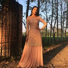Outfit: Astha NarangYou can find indian wedding outfits and more on our website. Indian Wedding Outfits, Pakistani Outfits, Indian Outfits, Sharara Designs, Trajes Punjabi, Costumes Punjabi, Party Kleidung, Indian Designer Suits, Dress Indian Style