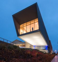 Ennead completes Pennsylvania museum wing that cantilevers over the landscape