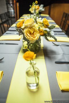 Love the SIMPLICITY. Very clean. Not busy.  // Yellow and grey floral tablescape