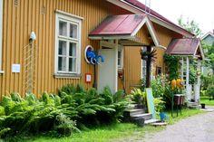 Heinolan ratapiha-alueella asuu, työskentelee ja ylläpitää omaa veistospuistoaan ITE-taiteilija Vesa Väänänen.