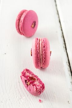 strawberry & rose macarons ❥