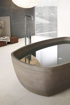 Nine-time winner of the prestigious British Andrew Martin Interior Designer of the Year, the architect and interior designer Steve Leung is the author of this collection for the Italian company Neutra , known for its range of bath products made of stone.