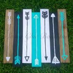 Wooden Pallet Projects Home x Wooden Pallet Art with Turquoise Arrows (Customizable Colors)-Sassy Chic Boutique Arte Pallet, Wood Pallet Art, Wooden Pallet Furniture, Wooden Pallets, Diy Furniture, Pallet Benches, Pallet Tables, Pallet Bar, 1001 Pallets