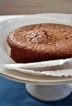 Un cake aux carambars parce que j'avais urgemment besoin de faire sourire quelqu'un à l'autre bout de mes sms, parce que parfois la vie ce n'est pas un long fleuve tranquille et que quand ça va mal ... il y a carambar ! Ouais, c'est moyen comme entrée...