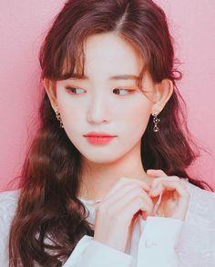 Aesthetic People, Aesthetic Girl, Uzzlang Girl, Art Girl, Korean Makeup Look, Asian Model Girl, Girl Korea, Cute Korean Girl, Asian Celebrities