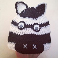 Angelas Crafts: Zebra crochet hat - Gorro de cebra