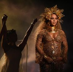 Beyonce performs at the Grammy Awards 2017