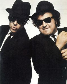 Making your own Blues Brothers Costume is an excellent costume idea for couples or friends. It can be worn as a fancy dress costume or hallowen costume Blues Brothers Costume, Blues Brothers Movie, Easy Costumes To Make, Last Minute Costumes, Black Sunglasses, Oakley Sunglasses, Mens Sunglasses, Movie Costumes, Cool Costumes