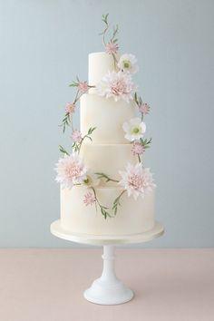 Gilded Tier Wedding Cake with Wreath #laceweddingcakes