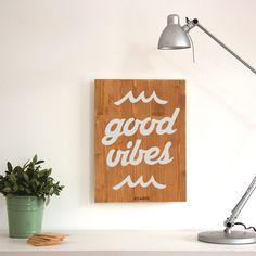 Carteles de madera hechos a mano en Barcelona. Inspira tu hogar y dale un toque nórdico con tu Woody.