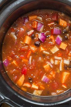 Crockpot Sweet Potato & Black Bean Quinoa Chili | vegetarian + gluten-free | recipe on simplyquinoa.com