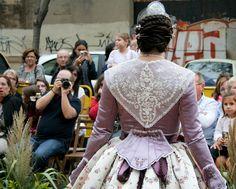 Begoña, con un vestido de Les Barraques y peinada por Peinaditos.