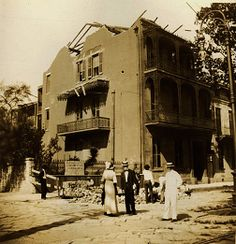 Montgomery House 806 Esplanade at Bourbon, former home of US Senator & Supreme Court Justice Edward Douglas White. It is being torn down in 1912 New Orleans Voodoo, New Orleans Louisiana, Old Photos, Vintage Photos, Louisiana Plantations, Louisiana History, Mississippi Delta, Crescent City, Tear Down