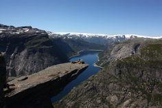 Wanderung mit führer nach Trolltunga, Odda, 1904 war Odda Europas meistbesuchtes Reiseziel. Die Touristen kamen, um die imponierenden, von der Natur geschaffenen Sehenswürdigkeiten zu bestaunen: die Wasserfälle, die Gletscherarme des Folgefonna und die...