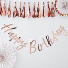 Shop this super stylish rose gold birthday bunting by Ginger Ray. Easy to hang - this bunting creates a perfect birthday backdrop. Happy Birthday Ballon, Happy Birthday Rose, Happy Birthday Bunting, Birthday Garland, Birthday Roses, Gold Birthday Party, Birthday Backdrop, Birthday Party Decorations, Rose Gold Party Decorations