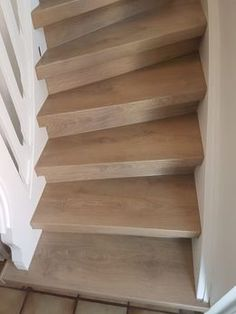 Sieht Ihre alte Treppe unansehlich aus? Rutschen Sie gar leicht auf den abgenutzten Treppenstufen? Das können wir rasch für Sie ändern. Dank unseren speziellen und trendigen Treppenbelägen sehen diese nicht nur gut aus, sondern geben Ihnen einem rutschsicheren Stand auf den Stufen zurück. Nicht einfach nur wohnen, sondern leben im eigenen Domizil - bis ins hohe Alter. SEITZ DOMIZIL: wir haben's drauf! Jetzt anrufen und mehr erfahren (T: 06041-4827, Mo-Fr 7:00-16:00) oder mailen (E…