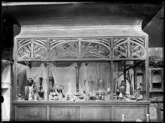 Fonds photographique Gallé, vitrine Les Granges, exposition universelle de…