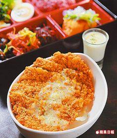 桔柚果露豬排飯229元 醬汁桔香味中帶柚子香甜味,豬排香嫩易嚼。