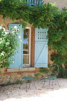 "... at interior designer Kathryn Ireland's French home ""La Castellane"